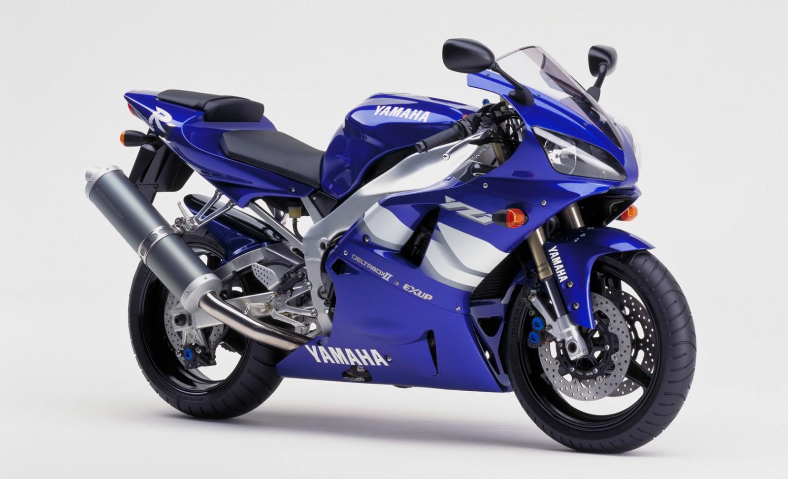 Hjc Fg 17 >> Yamaha YZF-R1 1000 RN04 (2000 - 2001) vs Kawasaki ZX-10R 1000 Ninja (2004 - 2005)